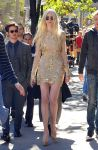 Celebrities Wonder 26492396_taylor-momsen-gossip-girl-set_6.JPG