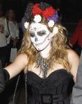 Celebrities Wonder 27885483_hilary-duff-halloween-party_4.jpg