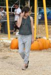 Celebrities Wonder 28755048_milla-jovovich-Mr-Bones-Pumpkin-Patch_2.jpg