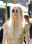Celebrities Wonder 32787584_taylor-momsen-gossip-girl-set_8.JPG