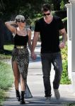 Celebrities Wonder 35349725_miley-cyrus-liam-hemsworth_3.jpg