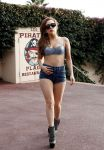 Celebrities Wonder 48917350_lady-gaga-short-shorts_4.jpg