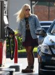 Celebrities Wonder 4950256_demi-lovato-gas-station_2.jpg
