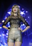 Celebrities Wonder 55650255_taylor-swift-performs-teen-awards_8.jpg