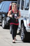 Celebrities Wonder 5694340_hilary-duff-pilates_1.jpg