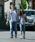 Celebrities Wonder 62803134_Mila-Kunis-Ashton-Kutcher_4.jpg