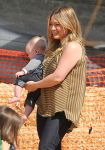 Celebrities Wonder 67686347_hilary-duff-pumpkin-patch_4.jpg