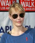 Celebrities Wonder 71674479_aids-walk_Leslie Bibb 3.JPG