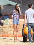Celebrities Wonder 73430587_alessandra-ambrosio-pumpkin-patch_2.jpg