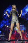 Celebrities Wonder 7555164_taylor-swift-performs-teen-awards_1.jpg