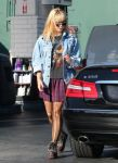 Celebrities Wonder 80554925_demi-lovato-gas-station_1.jpg