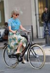 Celebrities Wonder 82400206_taylor-swift-paris_7.jpg