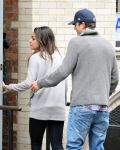 Celebrities Wonder 83106420_Mila-Kunis-Ashton-Kutcher_8.jpg