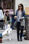 Celebrities Wonder 85895721_olivia-wilde-dog_2.jpg