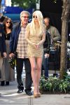 Celebrities Wonder 88032546_taylor-momsen-gossip-girl-set_5.JPG