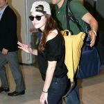 Celebrities Wonder 88710651_kristen-stewart-airport-tokyo_8.jpg