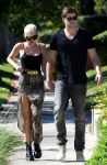 Celebrities Wonder 89406111_miley-cyrus-liam-hemsworth_1.jpg