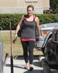 Celebrities Wonder 89531967_hilary-duff-pilates_3.jpg