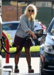 Celebrities Wonder 94057371_demi-lovato-gas-station_3.jpg