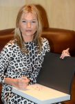 Celebrities Wonder 17786777_kate-moss-book-signing_4.jpg