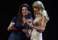 Celebrities Wonder 21785222_taylor-swift-mtv-ema-2012_8.JPG