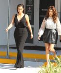 Celebrities Wonder 22283427_kim-kourtney-kardashian_7.jpg