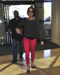Celebrities Wonder 23581319_jennifer-lawrence-airport_1.jpg