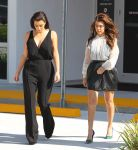 Celebrities Wonder 26016422_kim-kourtney-kardashian_6.jpg