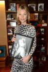 Celebrities Wonder 30983811_kate-moss-book-signing_3.jpg