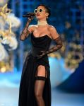Celebrities Wonder 33793665_2012-Victorias-Secret-Fashion-Show_Rihanna 2.jpg