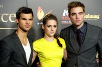 Celebrities Wonder 35573706_twilight-madrid-premiere_8.jpg