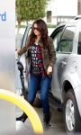 Celebrities Wonder 3684225_selena-gomez-gas-station_1.jpg