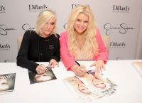 Celebrities Wonder 37747320_jessica-simpson-collection_6.jpg