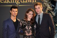 Celebrities Wonder 38806967_kristen-stewart-breaking-dawn-part-2-london_7.jpg