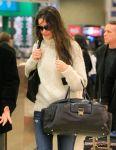Celebrities Wonder 45369993_katie-holmes-La-Guardia-airport_8.jpg