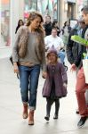 Celebrities Wonder 5275341_jessica-alba-family-shopping_1.jpg