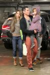 Celebrities Wonder 62250589_jessica-alba-family-shopping_7.jpg