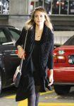 Celebrities Wonder 64329171_jessica-alba-Cedars-Sinai-Medical-Center_4.jpg