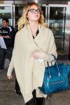 Celebrities Wonder 65151442_kate-upton-airport_4.jpg