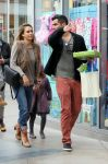 Celebrities Wonder 70053863_jessica-alba-family-shopping_5.jpg