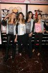 Celebrities Wonder 8001171_Victorias-Secret-Angels-Celebrate-Holiday-2012_1.jpg