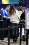 Celebrities Wonder 85528337_katie-holmes-La-Guardia-airport_6.jpg
