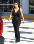 Celebrities Wonder 86538618_kim-kourtney-kardashian_4.jpg