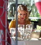 Celebrities Wonder 87215487_katherine-heigl-lunch_9.JPG