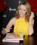Celebrities Wonder 88283356_kylie-minogue-book-signing_6.jpg