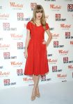 Celebrities Wonder 96091035_taylor-swift-Westfield Shepherd-Bush-Shopping-Centre_2.jpg