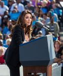 Celebrities Wonder 96457161_eva-longoria-Obama-Campaign_6.jpg