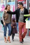 Celebrities Wonder 96982039_jessica-alba-family-shopping_6.jpg