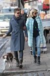 Celebrities Wonder 12787599_kate-moss-dog-walking_1.jpg