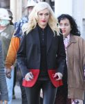 Celebrities Wonder 190600_gwen-stefani-shopping_3.jpg